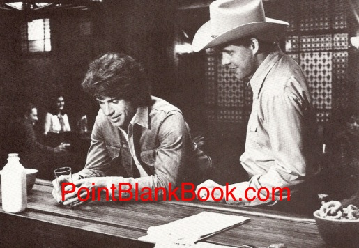 Reporter Warren Beatty (left) orders a glass of milk to entice deputy Earl Hindman (right) into a brawl and of course it works in The Parallax View.
