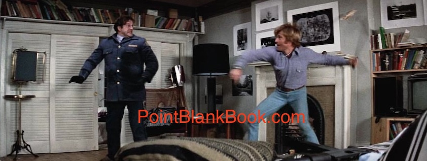 Robert Redford (Joseph Turner) fights assasin postman Hank Garrett (Mailman).