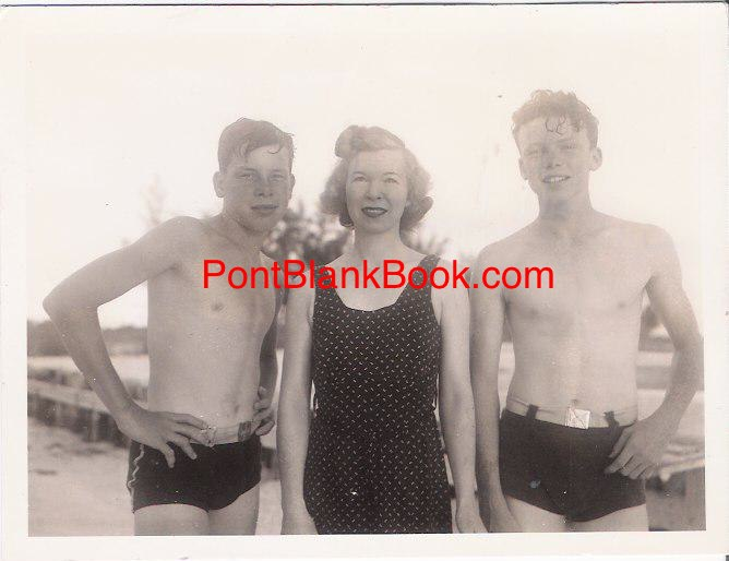 (L-R) Teenage Lee, mother Courtenay and brother Robert, on the beach in Florida, photographed by father Monte in the 1930s.